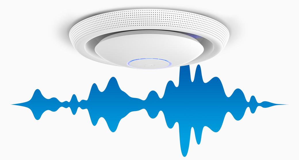 O anúncio é feito via app e o som é propagado para múltiplos dispositivos e executado através de caixas acústicas conectadas via wifi